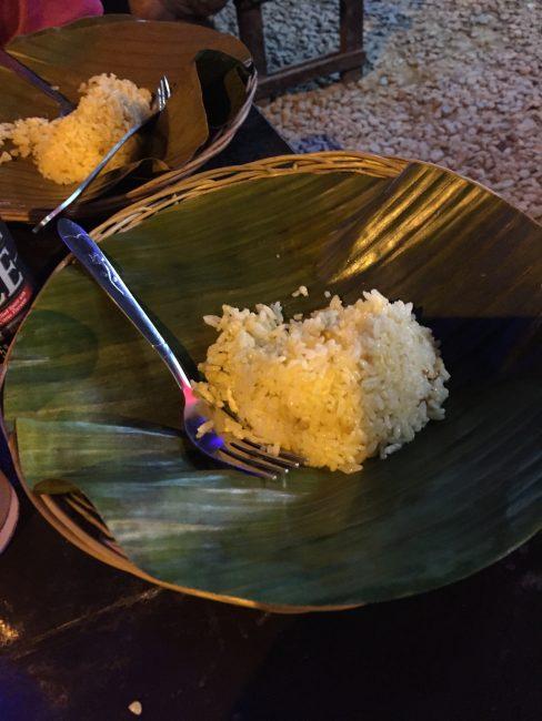 baywalk-parkフィリピンパラワン島のシティーベイウォークの屋台レストランでの食事