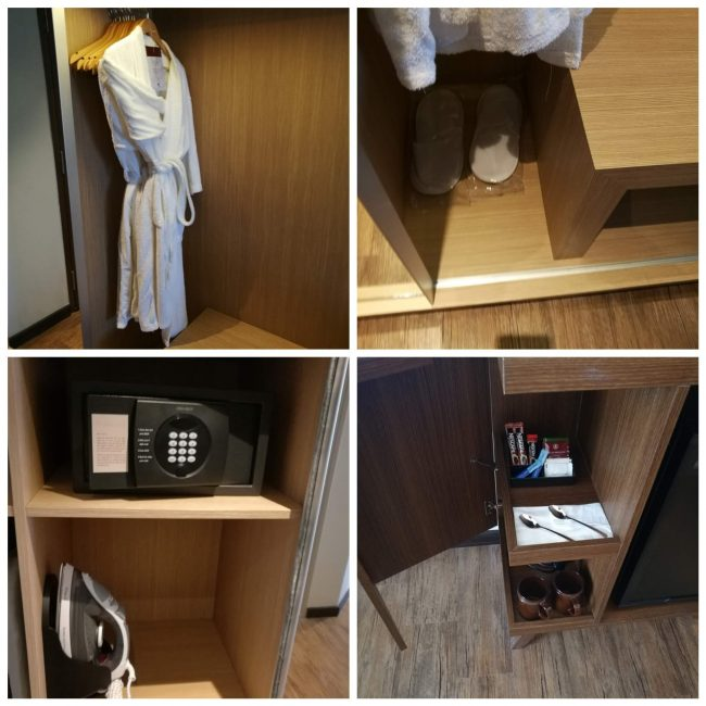 penang-hilton部屋のバスローブ、スリッパ、セキュリティーボックス、アイロン、コーヒー