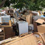 2018年の岡山市大雨震災後の地元公園に集められた家財