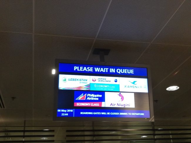 シンガポール・チャンギ国際空港の乗り継ぎカウンターCの掲示板