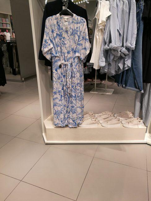 ペナン島ガーニーバラゴンの中の安室ちゃんCMの人気服