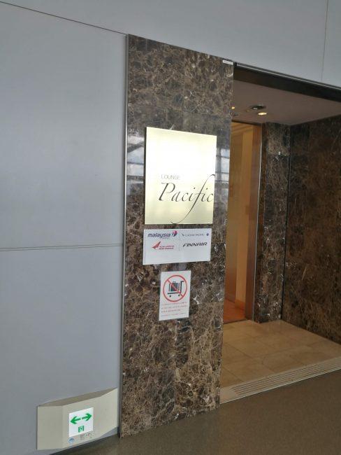 関西空港のワンワールドラウンジパシフィックラウンジ入り口