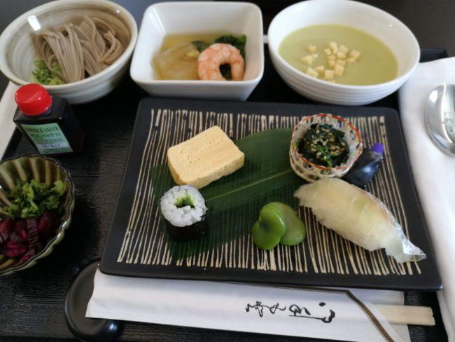 マレーシア航空ビジネスクラスランチの日本食とブリーンピーススープ
