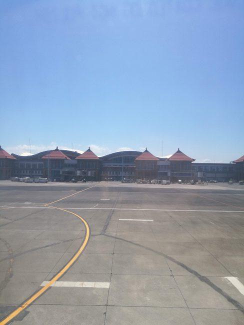 デンパサールバリ空港到着飛行機からの風景