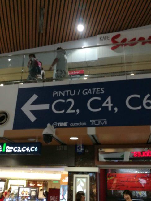 クアラ・ルンプール空港到着後関空行きへ乗り換え
