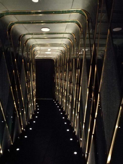 ウォルドーフアストリアバンコクバーザ・ロフトの入り口