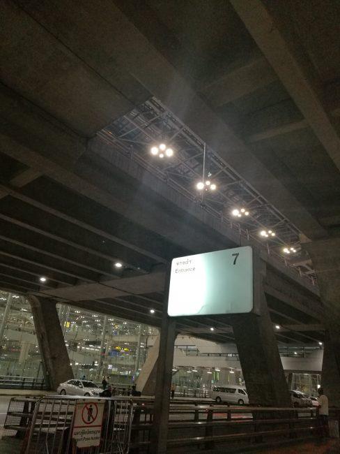 スワンナプーム空港到着口7番