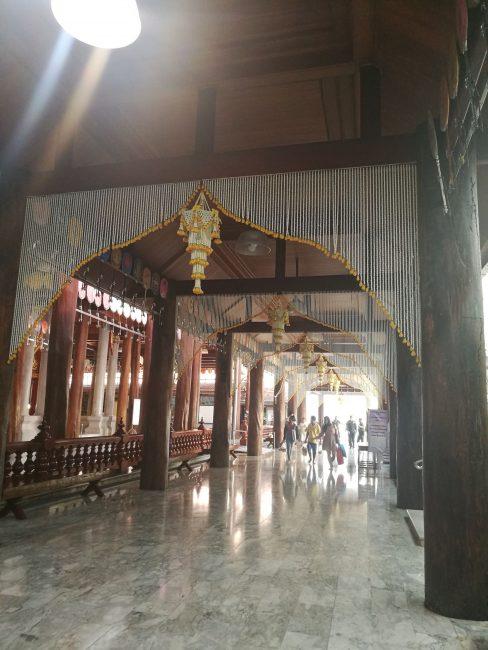 インスタ映タイの寺ワットパクナム寺院本堂