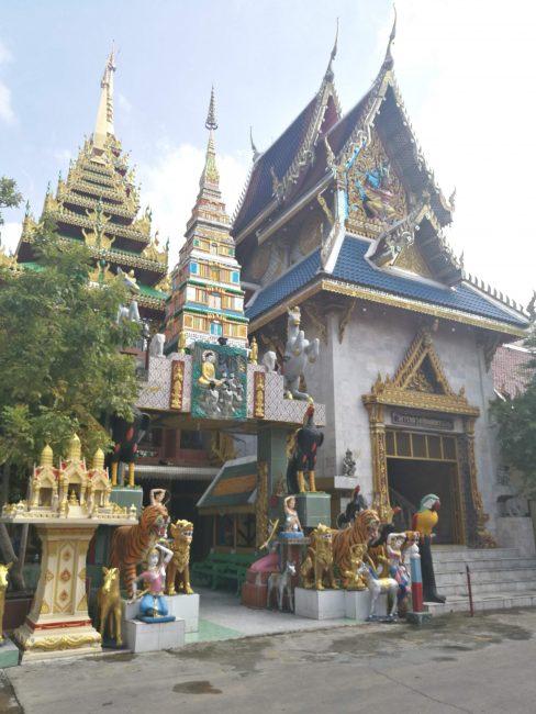 タイの寺院ワットクンチャンの仏様群