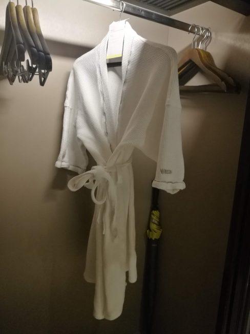 ウェスティン・スィレイベイ・リゾート&スパ プーケット部屋バスローブ