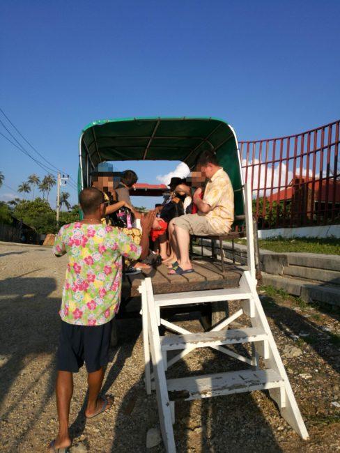 プーケットからピピ島へフェリーから降りるとホリディーインピピアイランドの迎え