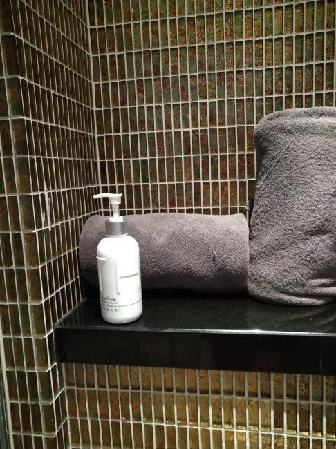 ホーチミンspaスパTHANN(タン)室内シャワールームのアメニティー